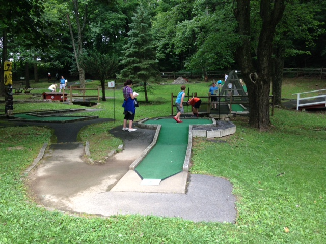 pic of miniature golf at Crystal Cave