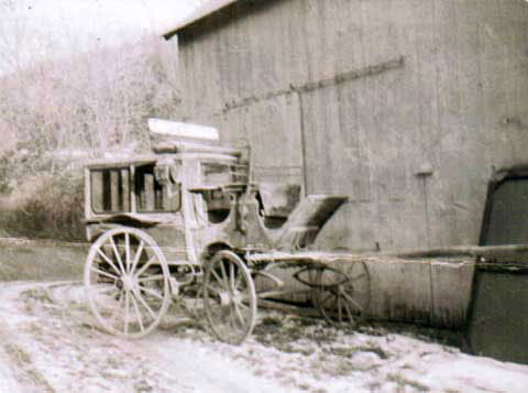 picture of the stagecoach used in early tranportation